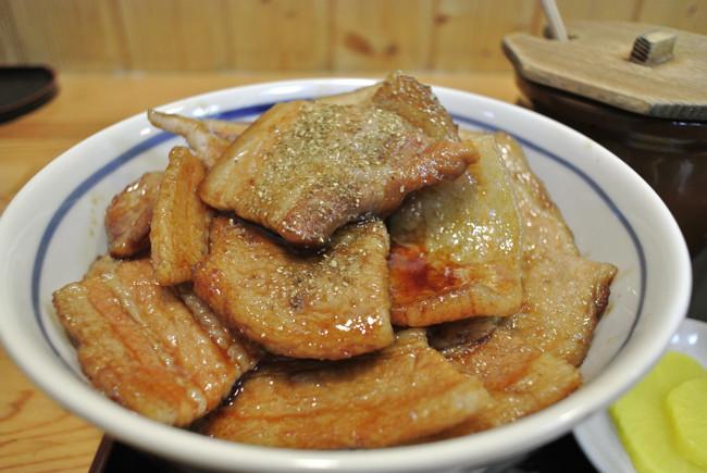 とん田の豚丼.jpg